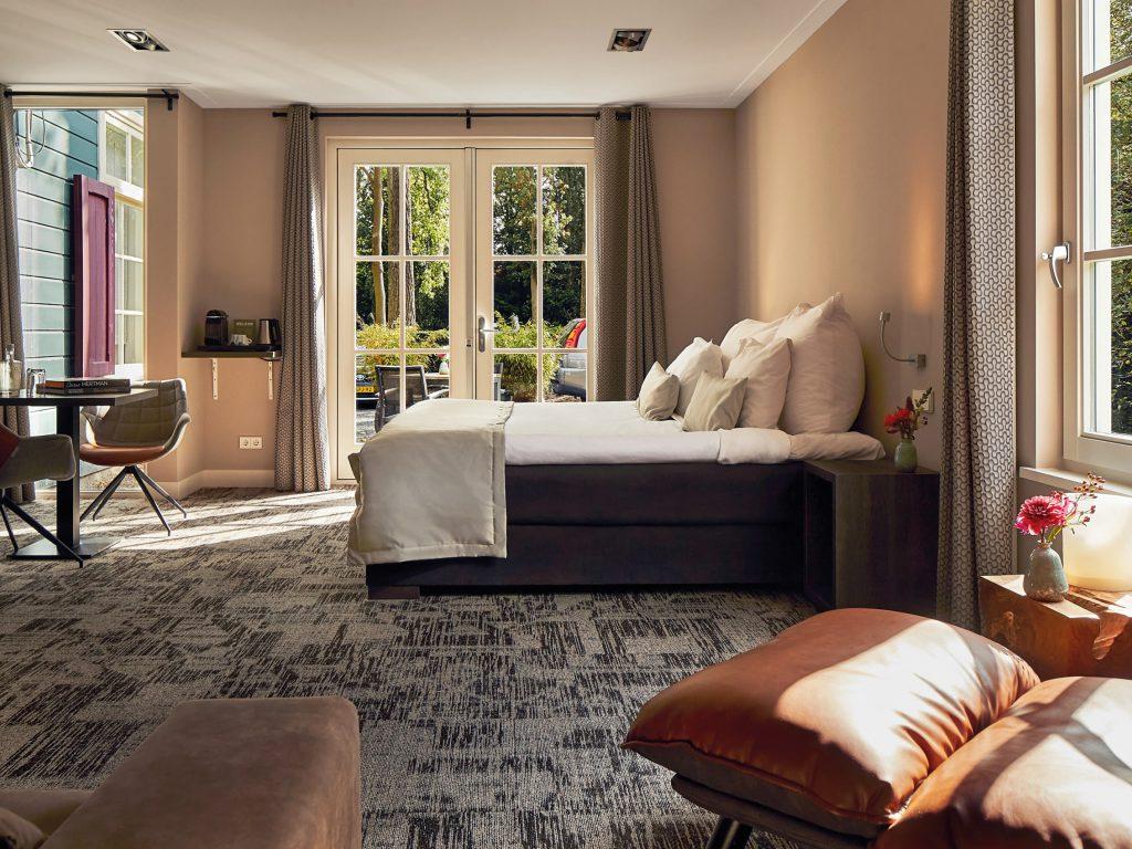 Een luxe kamer in het hotel van Fort Resort Beemster in de authentieke Fort wachterswoning.