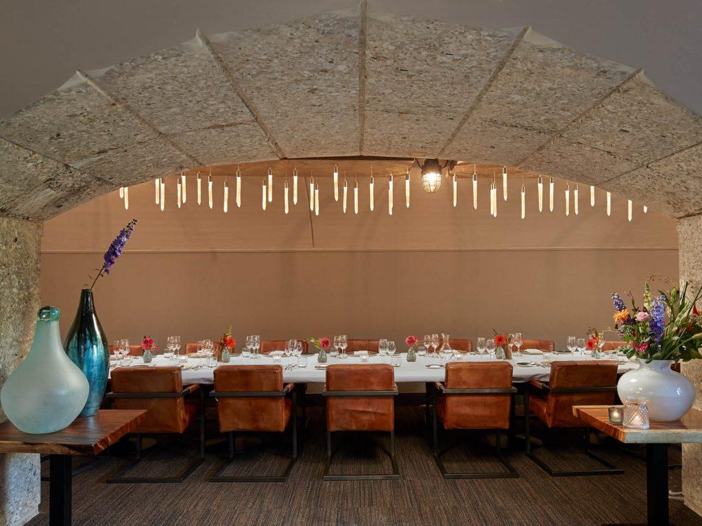 De prachtige Poterne kamer is bijzonder geschikt voor een diner of lunch in prive setting. Fort Resort Beemster ligt op slechts 20 kilometer van Amsterdam.
